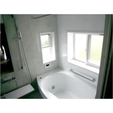 広い浴槽と浴室換気暖房乾燥機で、いつでも快適な入浴が実現