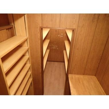 有効利用出来ていない納戸を使いやすい収納、デスク書斎に。