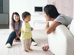 キズや汚れに強く、床暖房に対応する素材を